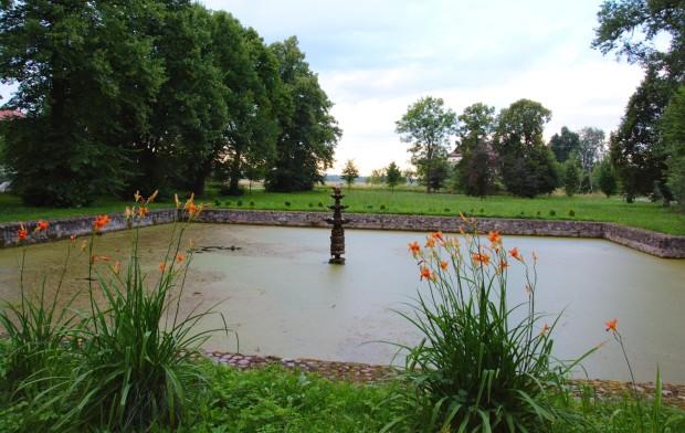 Laski Odrzańskie fontanna